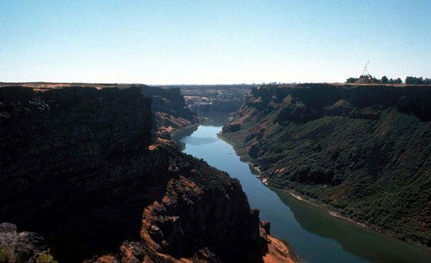 Snake Riverin kanjoni on suosittu base-hyppykohde.