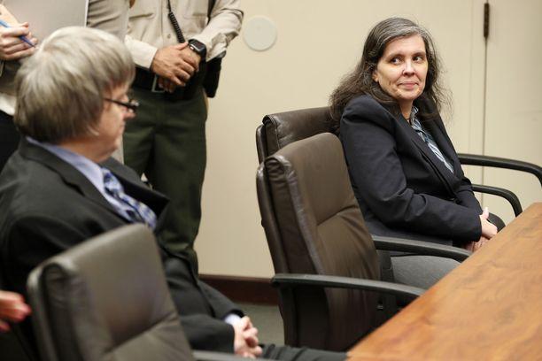 Louise Turpin ja hänen miehensä David Turpin katselivat toisiaan oikeussalissa Kaliforniassa helmikuussa 2018.