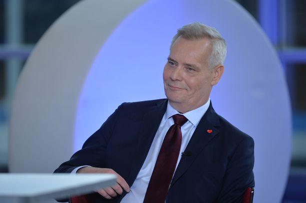 Antti Rinne pysyi vaitonaisena, kun häneltä kysyttiin, miksi hän on vasta kolmanneksi suosituin pääministeriehdokas.