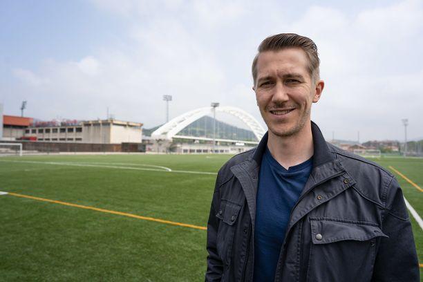 Jussi Vatanen tutustuu sarjassaan jalkapallofanikulttuuriin.