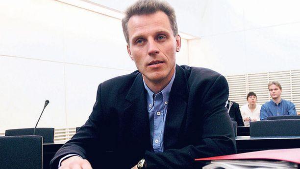 Kari-Pekka Kyrö keskusteli valtakunnansyyttäjänviraston tutkijan kanssa vuosien 1997–1998 tapahtumista.