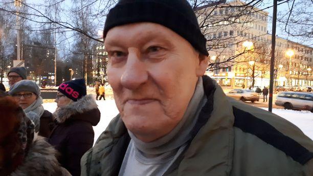 Oululainen Matti Silvasti, 75, halusi osallistua mielenosoitukseen.