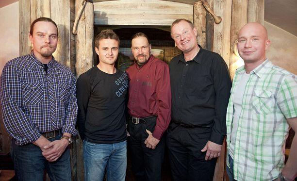 Matias (toinen vasemmalta) oli tämän kauden kirjekuningas, Janne (oikealla) etsii miestä.