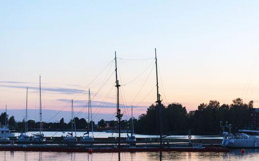 23-metrinen purjealus upposi laituriin Kotkan Kantasatamassa
