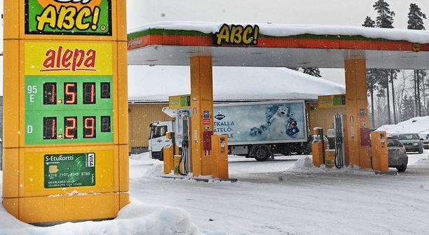 Vaatimus EU-tason ylittävästä biokomponenttien osuudesta polttoaineissa voi johtaa  rajuihin kuluttajahintojen korotuksiin.