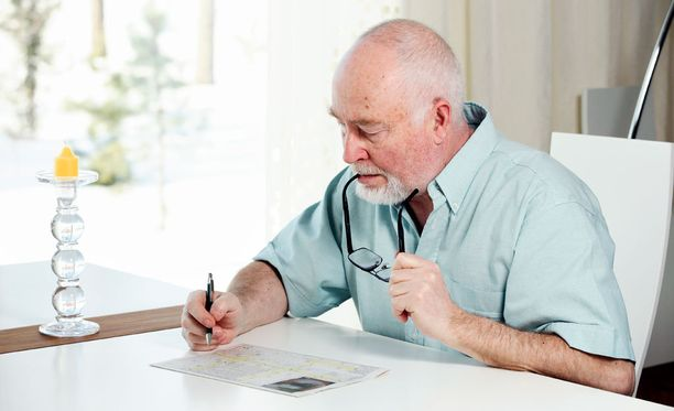 Muun muassa ikääntyminen huonontaa työmuistia. Siihen vaikuttaa myös monet neurologiset tai psykiatriset tilat. Tällaisia ovat muun muassa ADHD tai masennus.
