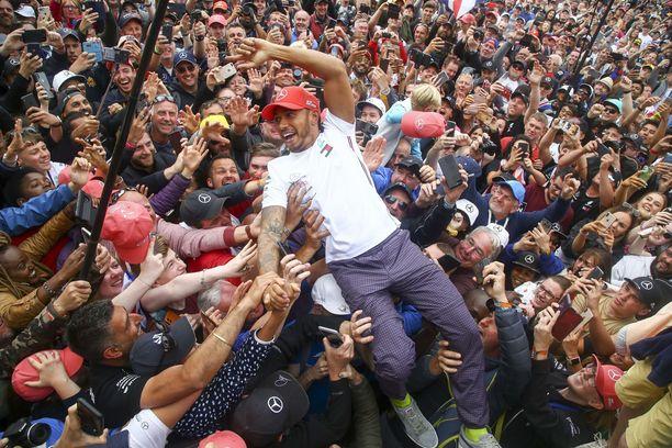 Lewis Hamilton on vääjäämättömästi matkalla kuudenteen maailmanmestaruuteen.