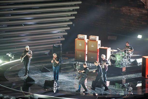 Tältä näyttää Suomi lavalla! PKN harjoitteli viimeistä kertaa ennen tiistain h-hetkeä finaalipaikasta maanantaina illalla.