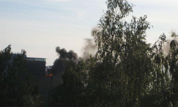 Tulipalo näkyi pitkälle ympäristöön.