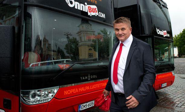 - Bussinkuljettaja on perjantaina toiminut täsmälleen ohjeistuksemme mukaisesti - tämä on turvallisuuskysymys, sanoo toimitusjohtaja Pekka Möttö IS:lle.