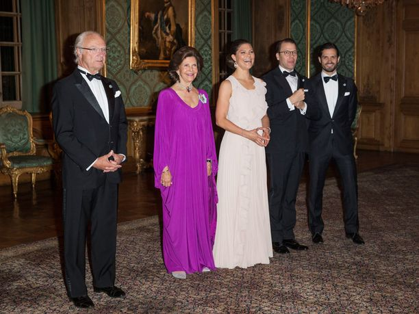 Hiljattain toisen lapsensa synnyttänyttä prinsessa Sofiaa ei nähty prinssi Carl Philipin rinnalla.