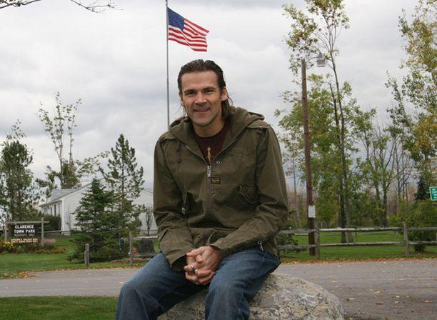 Teppo Numminen toipuu kotimaisemissaan Buffalossa.