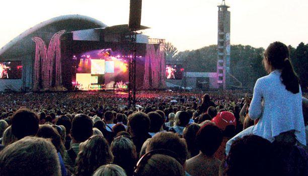ONNISTUNUT ILTA Hyvä sää helli Madonna-faneja Tallinan Laululavan tuntumassa.