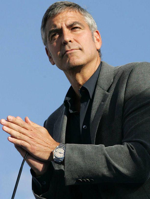 Clooney haastaa oikeuteen kaksi lehteä ja paparazzin.
