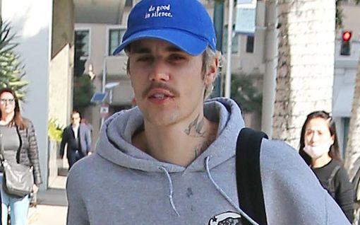 Justin Bieber ajoi viiksensä pois - nuoreni heti monella vuodella