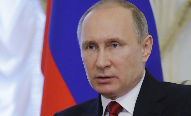 Vladimir Putin tuomitsee Yhdysvaltojen toimet Syyriassa.