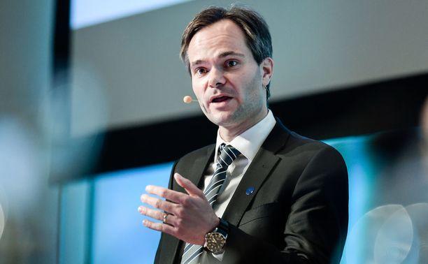 Sisäministeri Kai Mykkänen (kok) on kokoomuksen ykkösnyrkki ympäristöasioissa. Mykkänen toivoo Aallolta helppojen ja löysien heittojen sijaan enemmän konkreettisia ratkaisuehdotuksia.