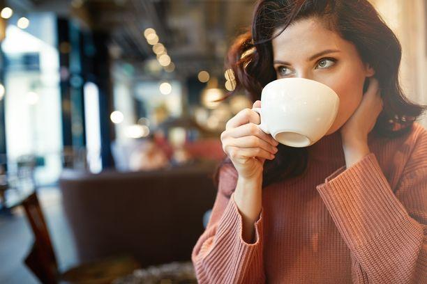 Runsas kahvinjuonti voi pahentaa vaihdevuosioireita.