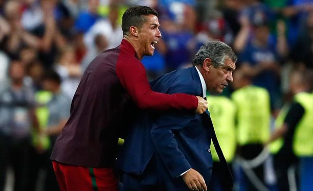 Cristiano Ronaldo ja Fernando Santos nähdään jatkossakin yhdessä Portugalin maajoukkueessa.