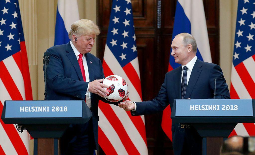 """Trump yritti paikkailla Venäjä-kommenttejaan surkuhupaisten tussimerkintöjen avulla: """"Ei ollut salaliittoa"""", paperissa luki kirjoitusvirheen kera"""
