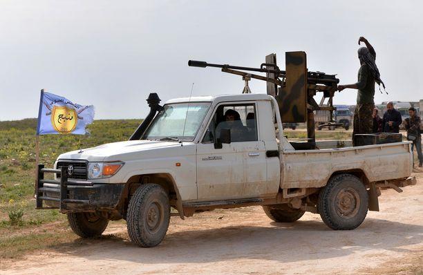 SDF-joukot juhlivat Isiksen kukistamista.