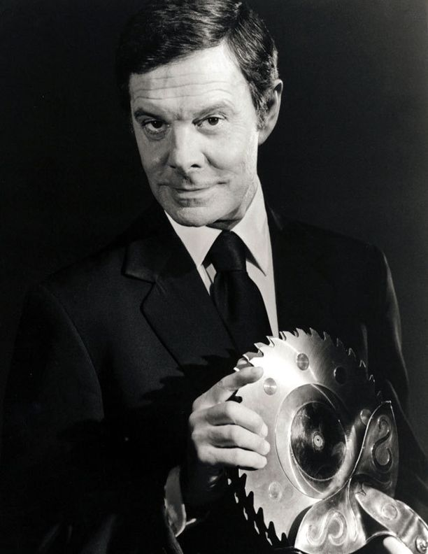 Jourdan näytteli roiston roolin Bond-elokuvassa Octopussy - mustekala.