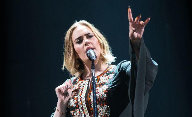 Adele aikoo keskittyä tulevaisuudessa muun muassa opintoihinsa.