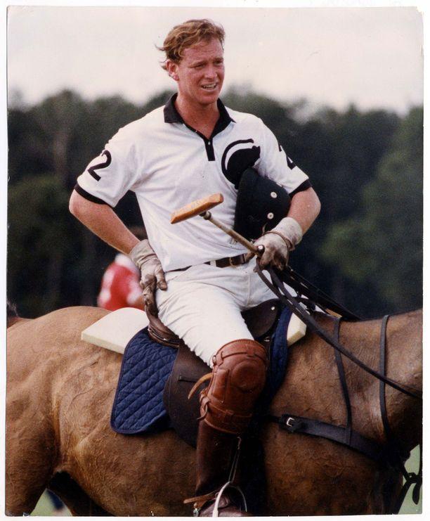 James Hewittin lempilaji on ollut hevospoolo.
