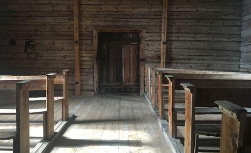 Spitaalisairailla oli aidattu oma alueensa kirkon takaosassa.