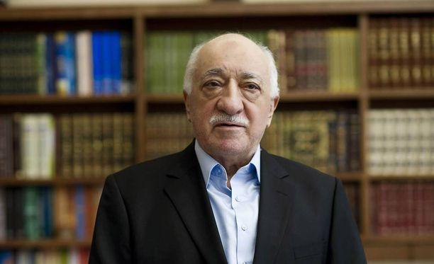 Turkki syyttää pappi Fetullah Gülenia vallankaappausyrityksen suunnittelusta.