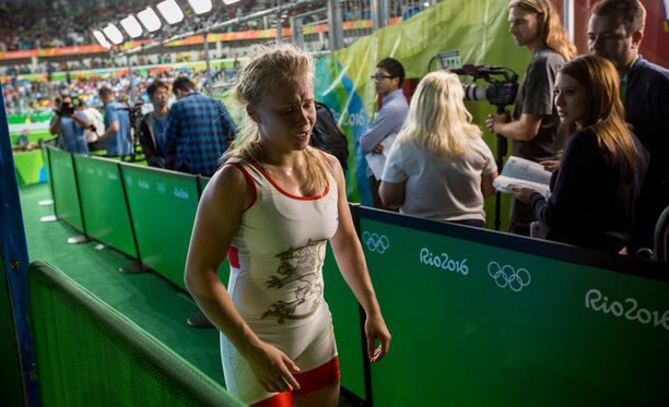 Tunteet tulivat pintaan, kun Petra käveli median eteen.