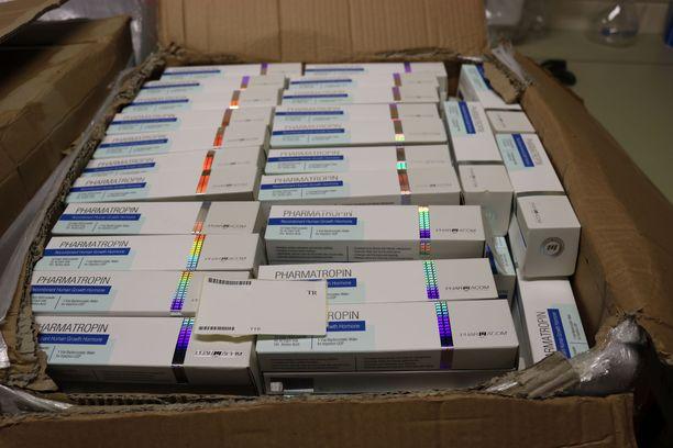 Takavarikoitujen lääke- ja dopingaineiden joukossa oli muun muassa pakkauksia, jotka oli nimetty Pharmatropin.