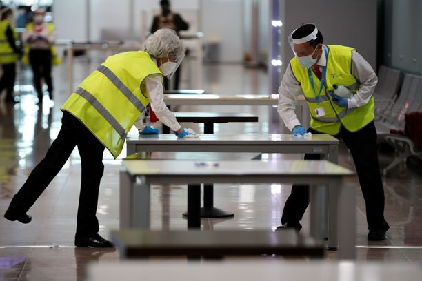 Barcelonan lentokentällä valmistaudutaan uusiin koronarajoituksiin.