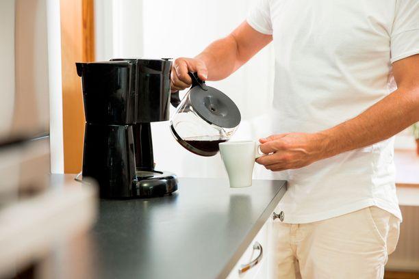 Kaikki tietävät, että vessanpöntön huuhtelupainike ja kodin ovenkahvat ovat paikkoja, joihin pöpöt peseytyvät. Sen sijaan kahvinkeittimen törkyisyys saattaa tulla monelle yllätyksenä.