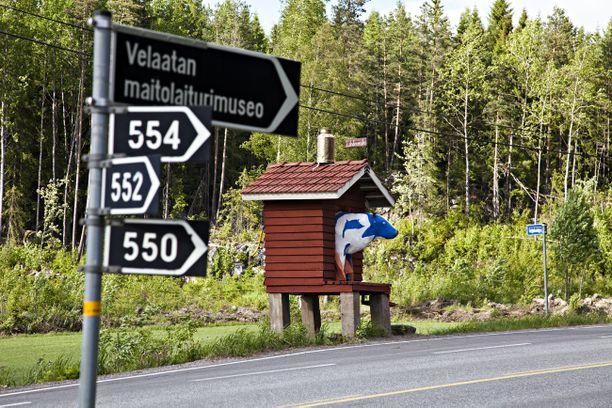 Velaatan maitolaiturimuseo sijaitsee Tampere-Ruovesi -tien varressa. Maitolaiturimuseon verkkosivuilla kerrotaan sen olevan Euroopan pienin museo.