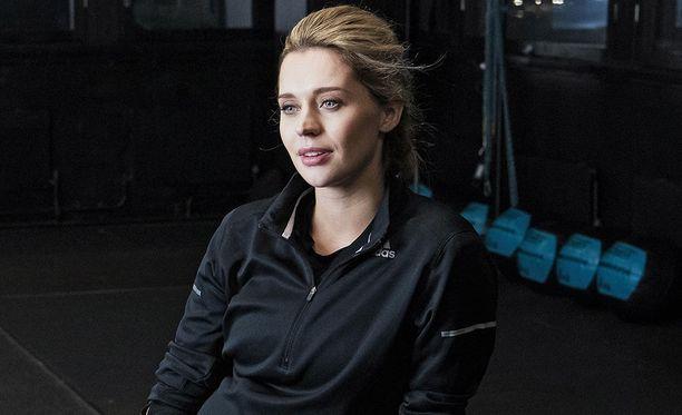 Mia Ehrnrooth tunnetaan näyttelijänä ja mallina.