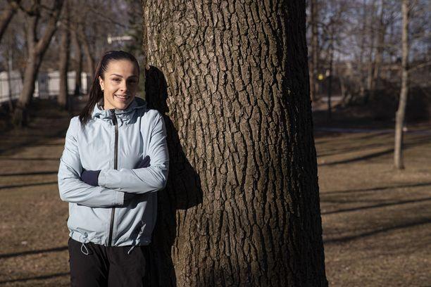 Maria Huntington harjoittelee täysipainotteisesti Tampereella.