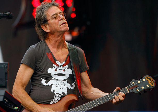 Muusikko Lou Reed työn touhussa Chicagon Lollapalooza -musiikkifestivaalilla elokussa 2009.