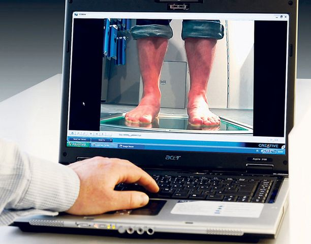 Jalka-analyysissä ja yksilöllisten pohjallisten valmistamisessa apuna on tietokone.