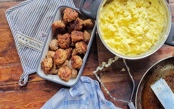 Lihapullat ja perunamuusi ovat koko perheen suosikkiruokaa.