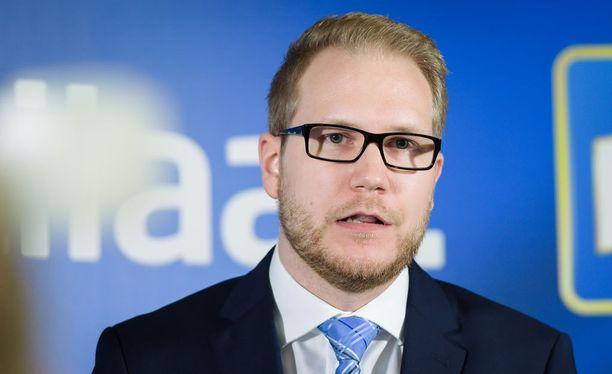 Kansanedustaja Olli Immonen.