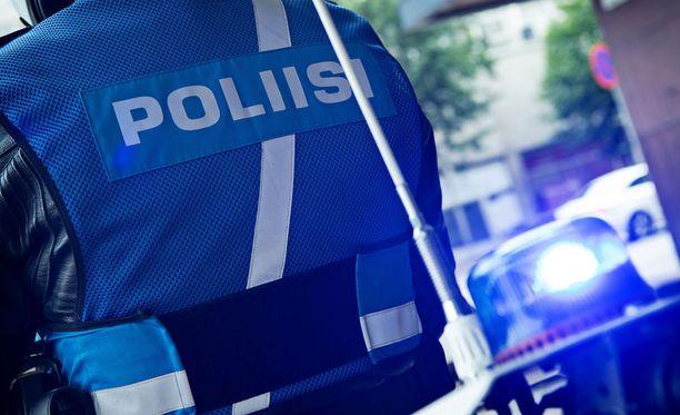 Sisä-Suomen poliisi otti asian selvittämiseksi kiinni sekä moottoripyörän kuljettajan että sen matkustajan. Kuvituskuva.