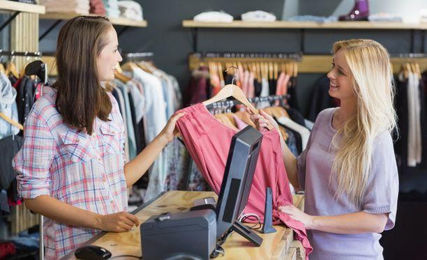 Keskittämällä ostokset Clarkiin voi säästää merkittäviä summia bonuksina.