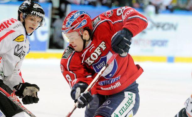 Lahtelaislähtöinen Mikko Kousa kiekkoili kaudet 2010-11 ja 2011-12 HIFK:ssa.