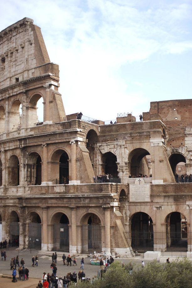 Valta on vaihtunut kohujen saattelemana Italian historiassa monta kertaa.
