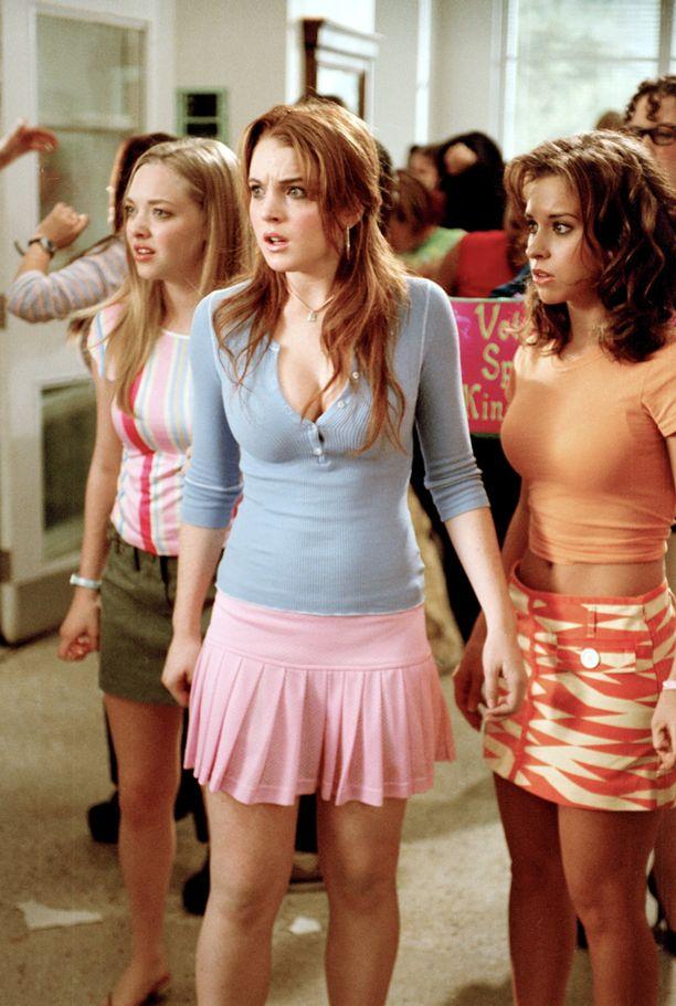 Teinivuosinaan Lindsay Lohan esiintyi lukuisissa menestyselokuvissa. Kuvassa hän on Mean Girls -elokuvan tähtenä Amanda Seyfriedin ja Lacey Chabertin kanssa vuonna 2004.