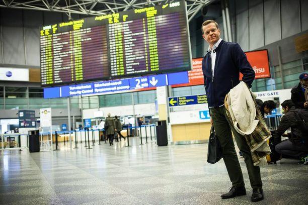 Harri Sundvikille lentokentät tulevat tutuksi työmatkoilla.- Helsingin ja Oslon kentät ovat pysyneet kuta kuinkin hallittavina - molempiin pääsee kätevästi kaupungin keskustasta.