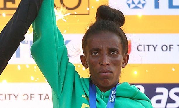 Etiopiaa edustavan Girmawit Gebrzihairin väitetty ikä hämmentää urheilupiirejä ympäri maailmaa.