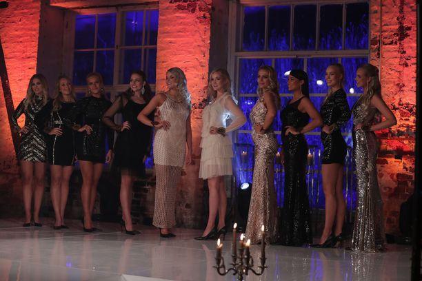 Finalistit esittelivät juhlatyyliä.