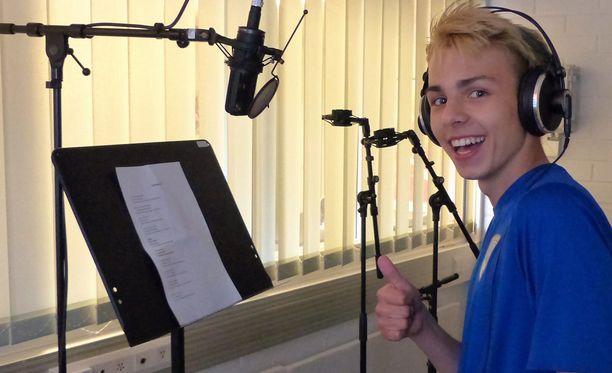 15-vuotias Oscar Taipale harjoitteli ahkerasti ennen studioäänityksiä.